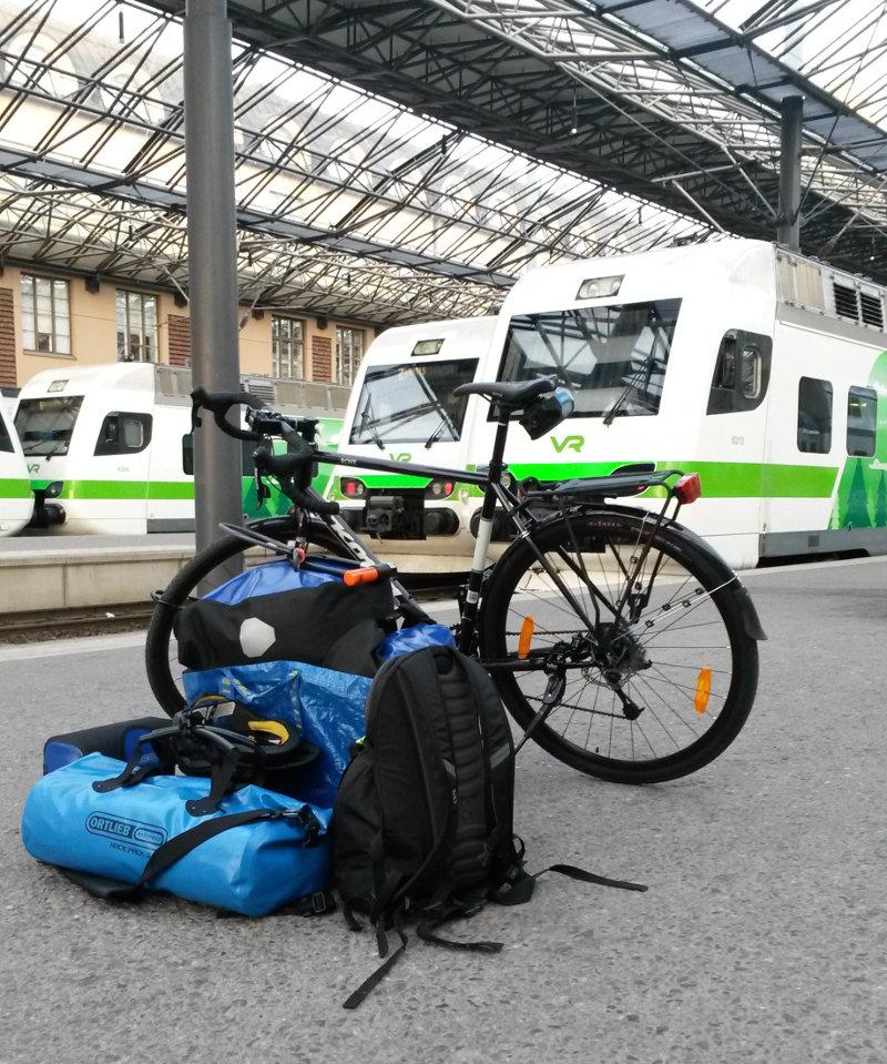 Junamatkalle pyörän kanssa