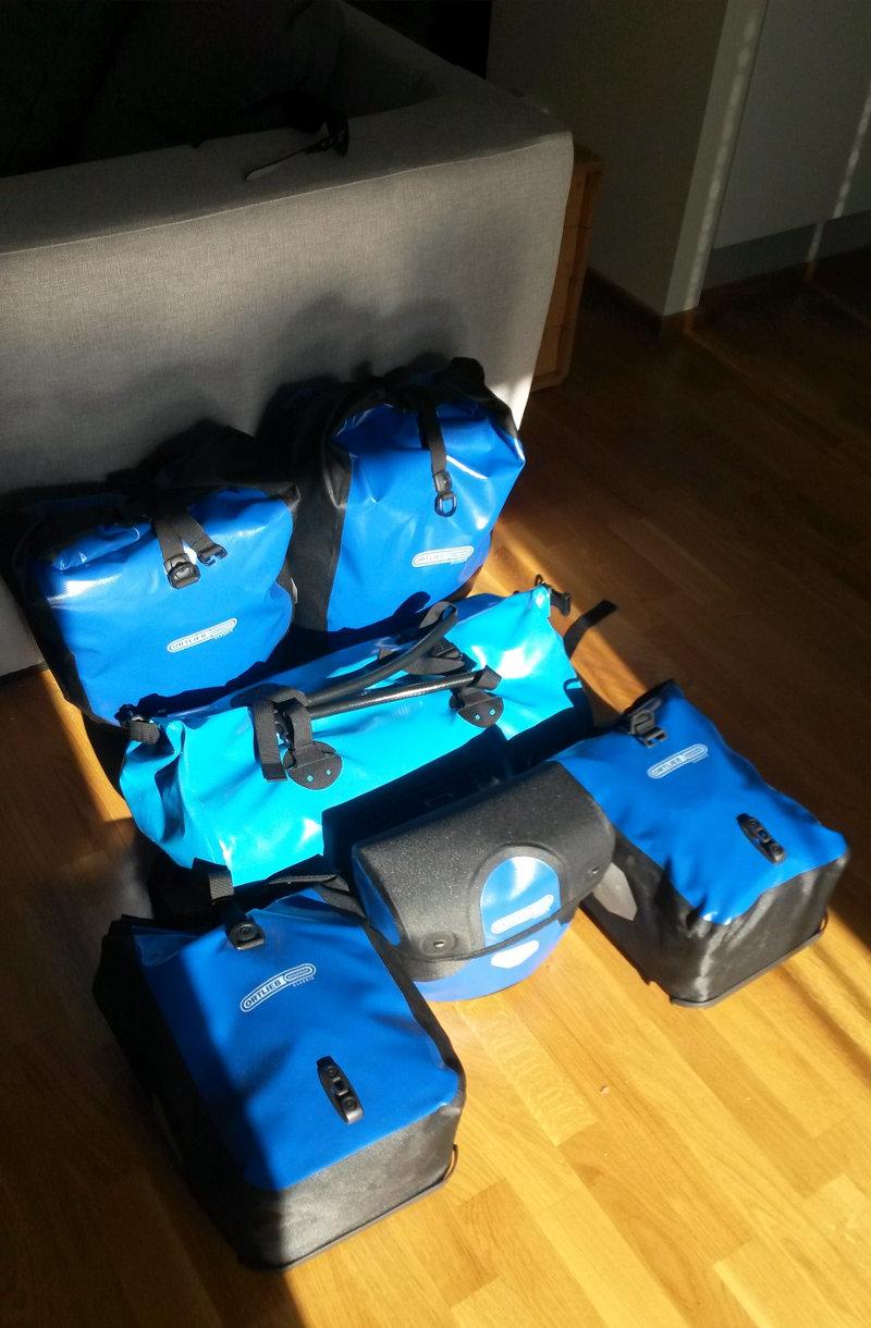 Pyörälaukut pakattuina valmiina lähtöön
