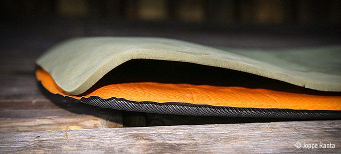 Kaksi ohutta makuualustaa muodostavat yhden paksun