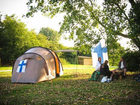 Ryhmäteltta leirikylässä