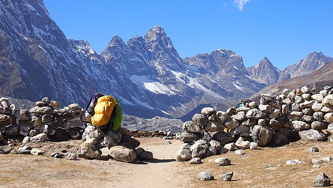 Vaellusta vuoristossa kohti perusleiriä