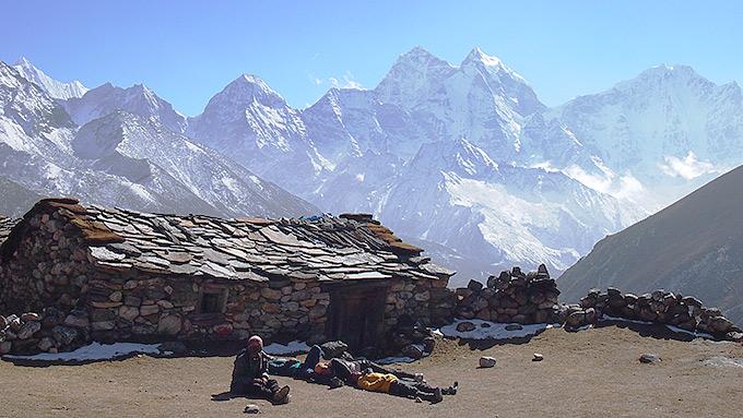 Vuoristomaja keskellä Himalajaa