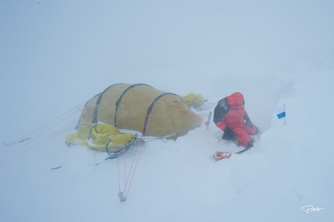 Teltta lumimyrskyssä Etelämantereella