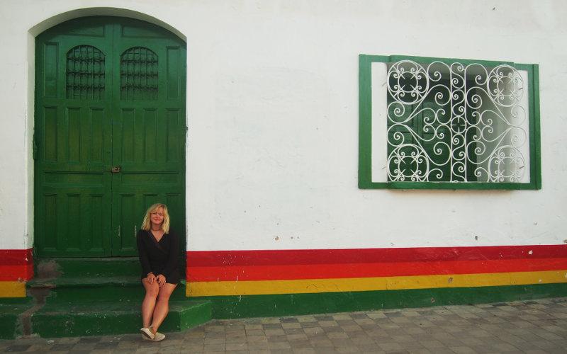 Granadassa portailla istumassa