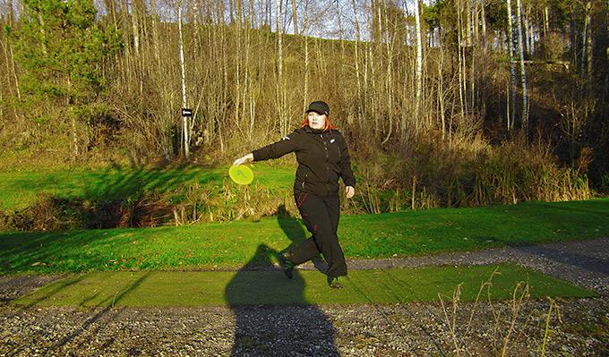 Oikea heittotekniikka frisbeegolfiin