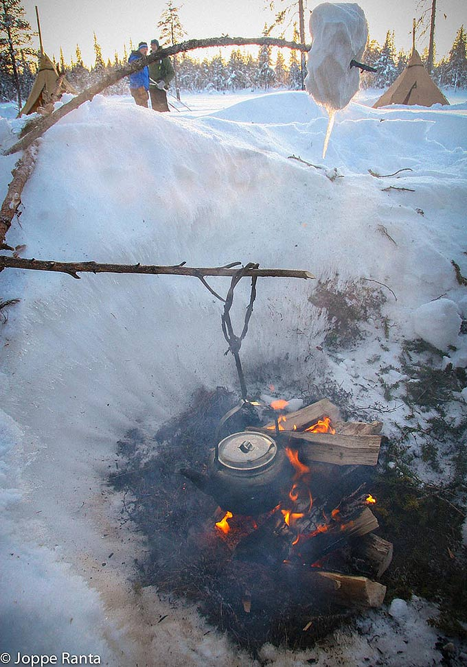Lunta voi sulattaa myös tikun päässä