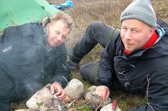 Ruoan valmistus telttaretkellä on aina suositeltavaa tehdä ulkona teltasta.