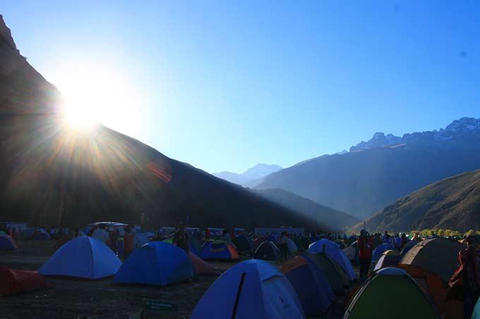 Auringon nousu perun vuoristossa