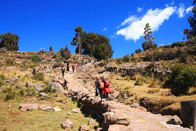 Kävelyä vuorenrinnettä ylös Perussa