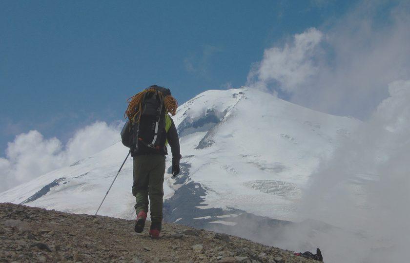 Mt. Elbrusin itähuippu itäistä reitti …