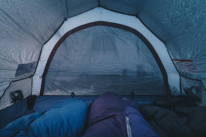 talvella teltassa nukkuminen