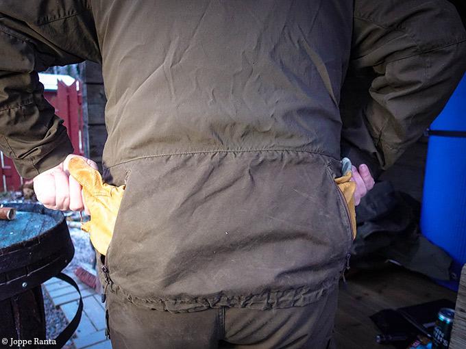 Kengurutasku takin selässä