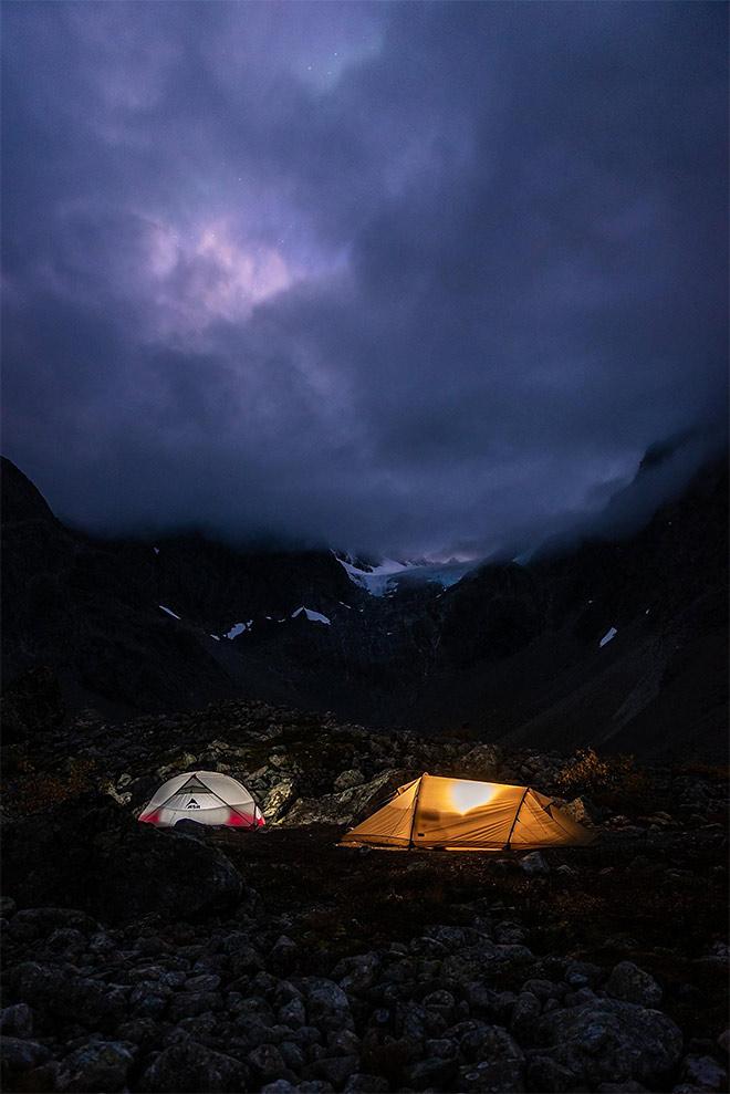 teltat pimeässä